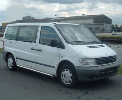 transporte passagieren kleinbus gebraucht mercedes benz vito 108 cdi jahr 2001. Black Bedroom Furniture Sets. Home Design Ideas